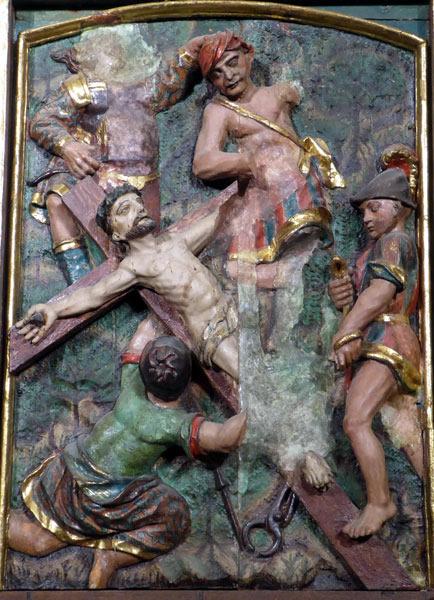 15.- Cristo clavado en la cruz.