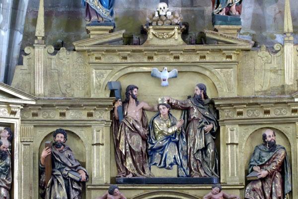 C.- Coronación de la Virgen María.