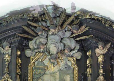 Retablo San Nicolás de Bari (Bilbao) decoración ático