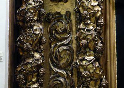Retablo del Cristo de la Villa (Bilbao) columnas