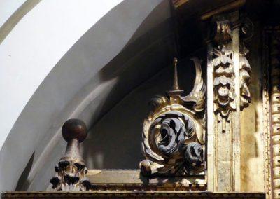 Retablo del Cristo de la Villa (Bilbao) roleos
